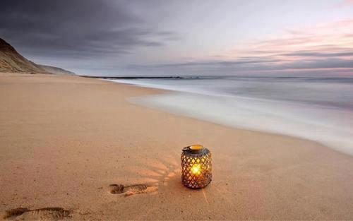 lanterne sur la plage initiation au reiki Reiki Provence Aix en Provence
